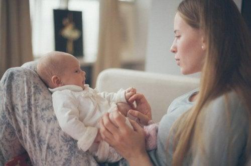 아기와의 유대감 형성아기와 유대감을 형성하는 8가지 방법