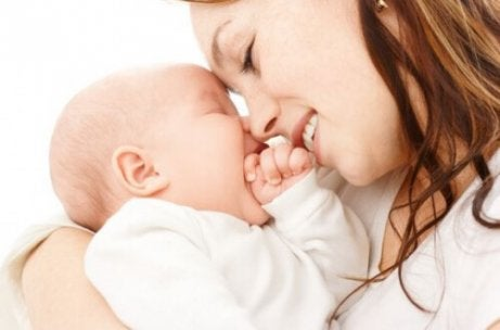 아기와 유대감을 형성하는 8가지 방법