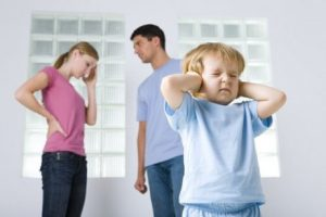 아이가 이혼에 대처하도록 도와주는 방법