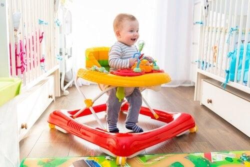 아기는 첫 걸음마를 언제 할까?