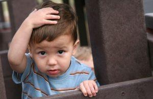 아이가 머리를 세게 부딪치면 어떻게 해야 할까?