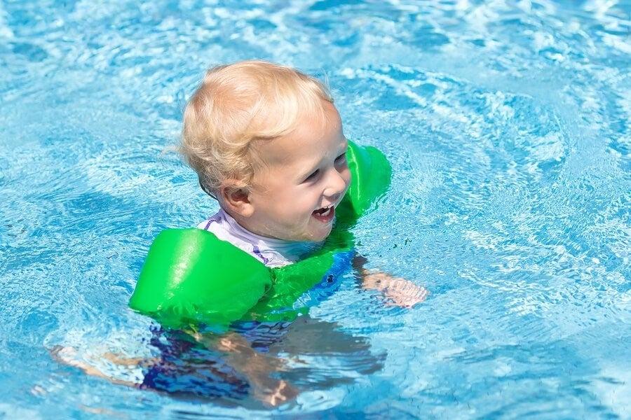 아기와 수영장에 갈 때 챙겨야 할 물품 11가지