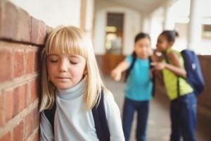아이에게 스스로를 보고 웃도록 가르치자