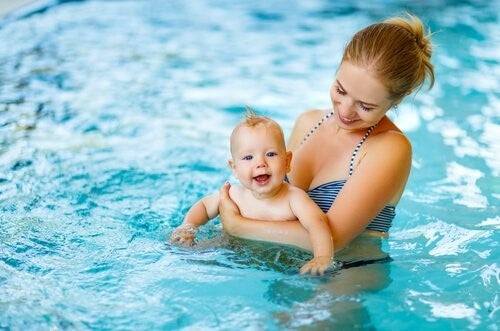 엄마와 아기가 같이 수영을 배우면 좋은 점