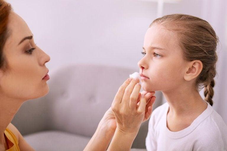 아이 코피에 대처하고 예방하는 방법