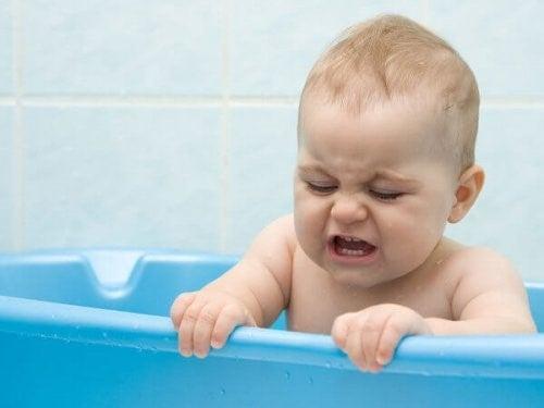 아기를 얼마나 자주 목욕시켜야 할까?