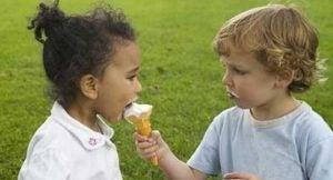 아이에게 공유하는 방법을 가르치는 4가지 규칙