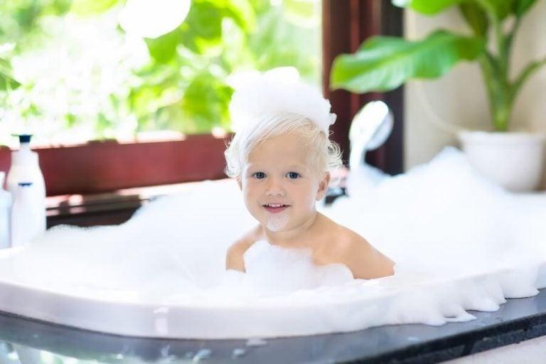 몇 살 때부터 아이는 혼자 샤워를 시작할까?