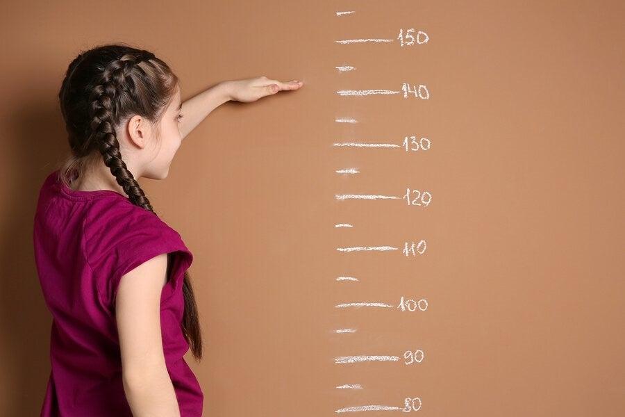 여자아이들은 몇 살에 성장과 발달을 멈출까?
