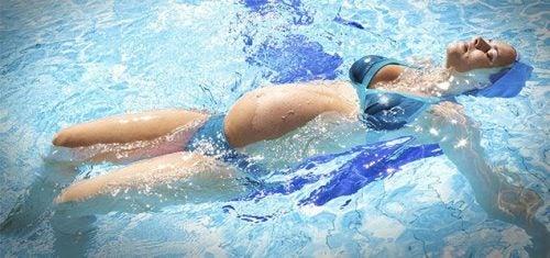 임신 중 수영 부력
