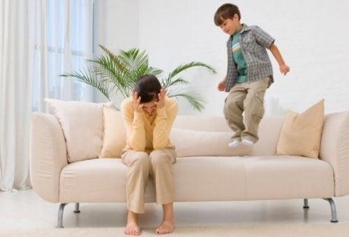 화난 아이와 대화를 나누는 비법 5가지