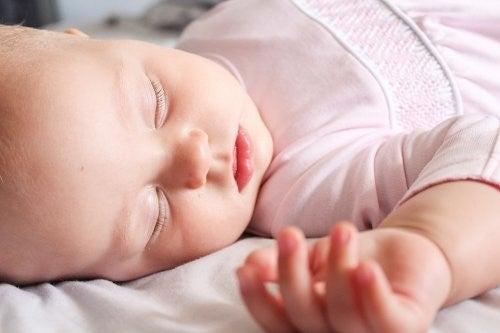 아기 옷을 세탁하는 팁 7가지