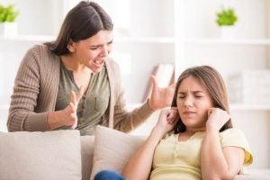 집 안에서 소리 지르는 일을 피하는 방법