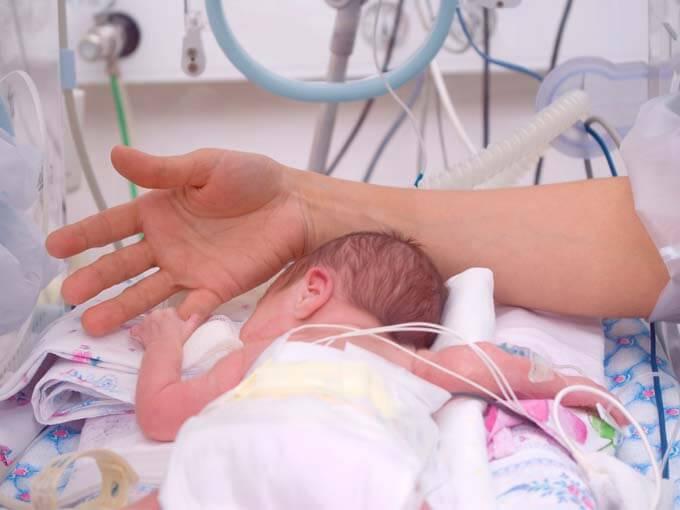 집중 치료실에 있는 미숙아에게 몸의 온기가 중요한 이유
