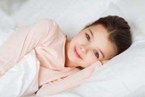 아이가 잠에서 기분 좋게 깰 수 있도록 돕는 방법
