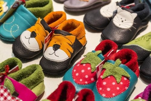 발에 잘 맞는 아이의 신발을 어떻게 골라야 할까?