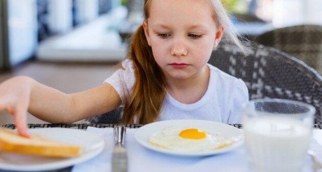 밥을 적게 먹는 아이, 걱정해야 할까?