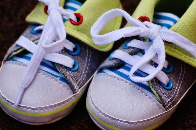 아이 발에 맞는 신발 큰 신발 사지 않기