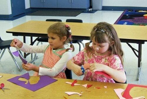 2-3세 아이들을 위한 간단한 공작놀이 활동