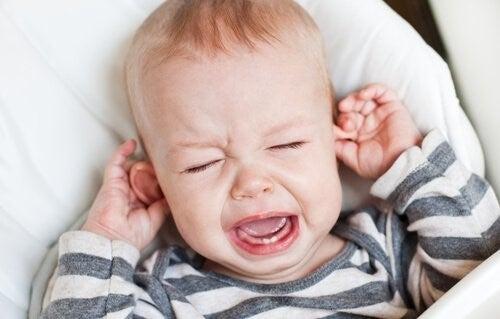 아기 중이염의 증상과 치료