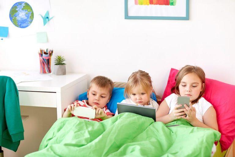 아이들이 몇 살부터 휴대폰을 갖는 것이 좋을까?