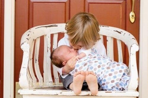 질투: 동생이 태어났을 때 해야 할 일