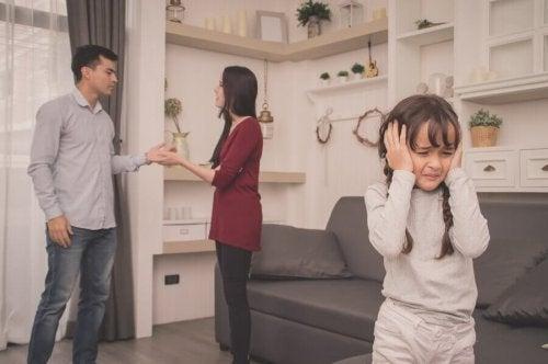 부모는 아이가 없는 곳에서 다퉈야 한다