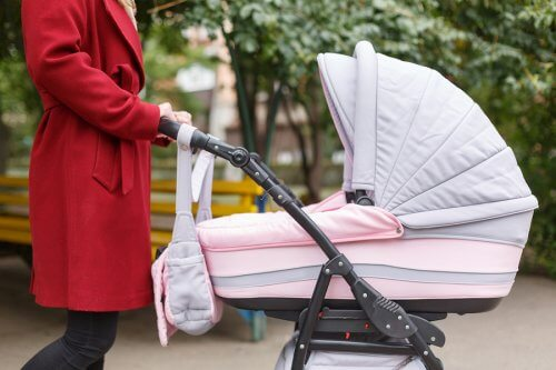 처음으로 아기가 외출을 시작할 수 있을까?