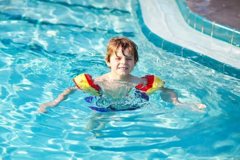 아이에게 수영을 가르치는 7가지 요령