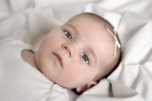 아기가 회색 눈을 가지고 태어나는 이유는?