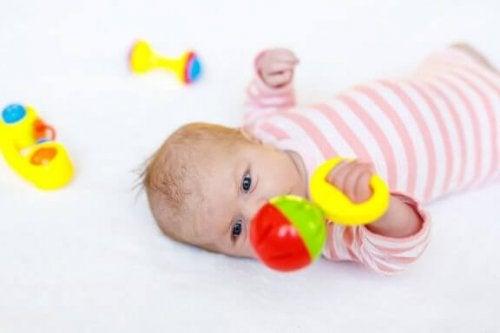 신생아용 장난감 8가지