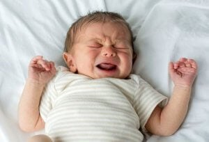 울지 않는 아기는 정상일까?