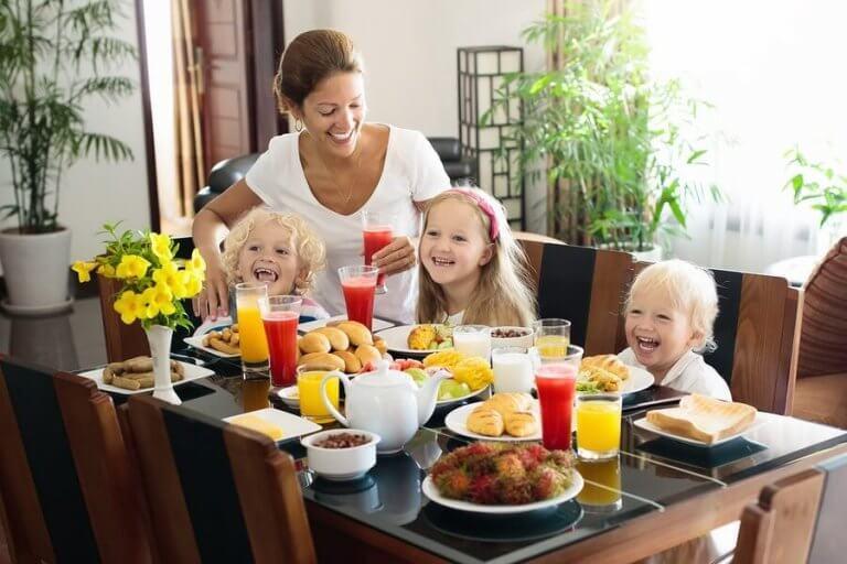 아이를 위한 신선한 과일 주스 4가지