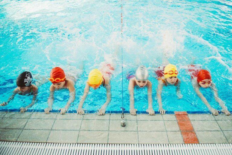 아이들이 수영을 배우는 것이 중요한 이유