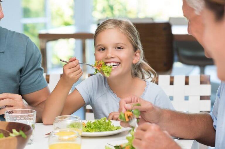 아이에게 식사 예절을 가르쳐야 하는 이유