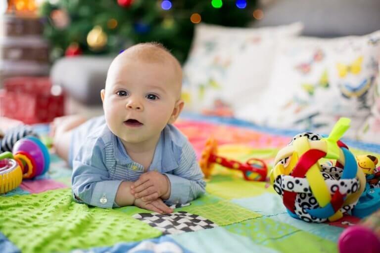 이불 놀이는 아기에게 어떤 긍정적인 효과를 줄까?
