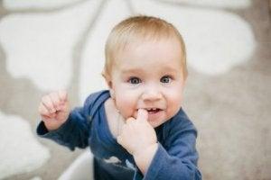 내 아기가 손가락을 계속 빨아 먹는데, 그 결과는 무엇일까?
