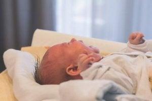 아기가 항상 밤에 운다면 어떻게 해야 할까?