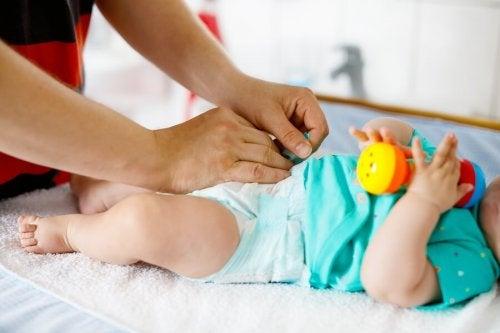아기 기저귀를 언제 갈아 주어야 할까?