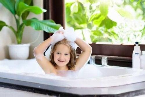 언제부터 아이가 혼자 목욕할 수 있을까?