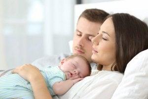 안전하게 아기와 함께 자는 방법