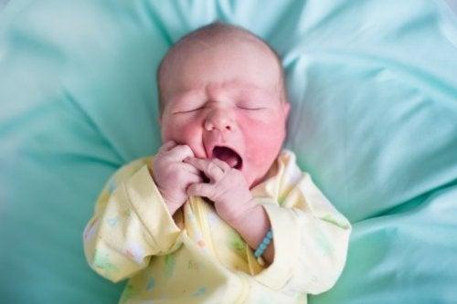 신생아의 피부에 각질이 일어나는 이유