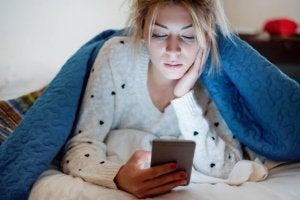 배우자의 소셜 미디어를 통제하는 건 좋은 방법일까?