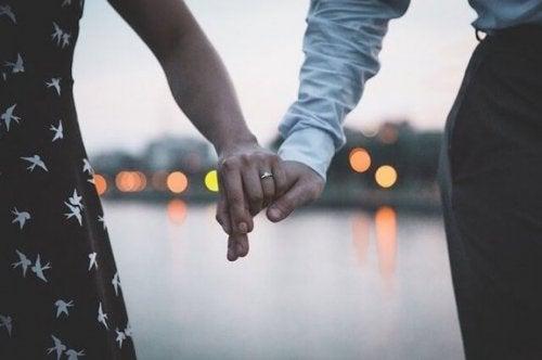 배우자와의 논쟁을 멈추기 위한 7가지 비결