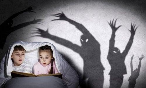아이에게 무서운 이야기를 들려주는 방법