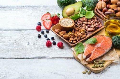 임산부의 식단에서 어떤 음식이나 음료를 제한해야 할까?