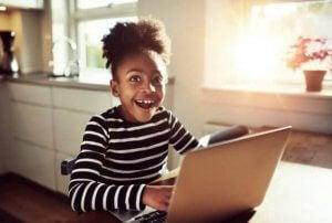 자녀가 사이버 괴롭힘을 식별하도록 도와주자