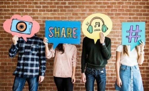 자녀의 소셜 미디어를 확인해야 할까?