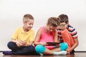 소셜 미디어를 하는 아이들