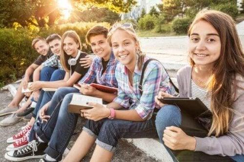 왜 청소년은 사회적 영향에 취약할까?